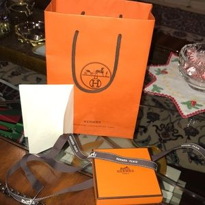 HERMÈS BOX W/gift bag and ribbon. Also included